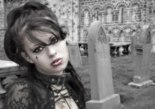07-Graveyard Chic