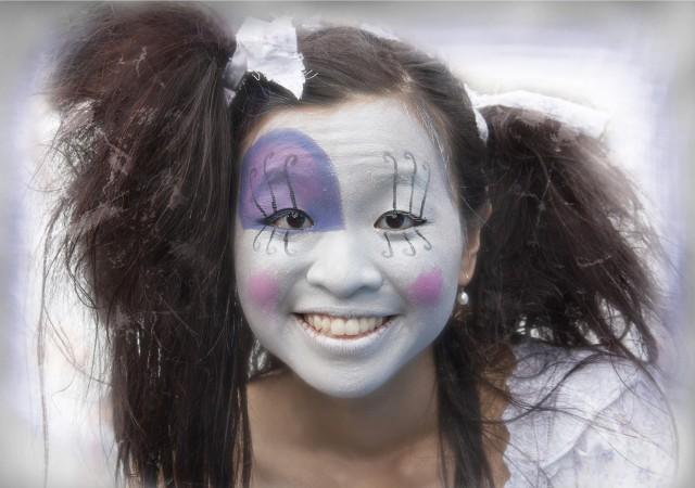 09-Doll Face